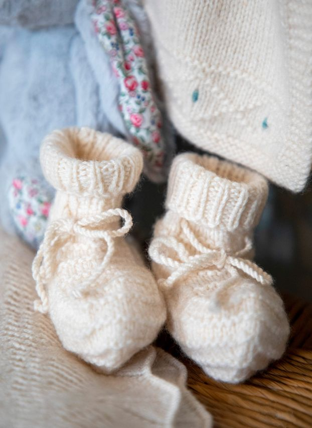 Winter White Cashmere Hand Knit Bootees WJ307B0016