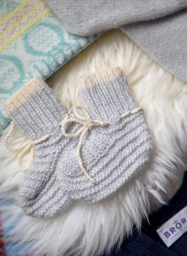Pearl Cashmere Hand Knit Bootees WJ307EJ1554
